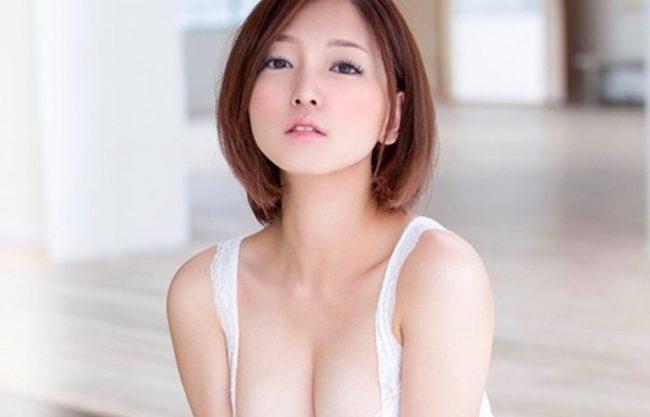 色白の可愛い美少女がAVデビュー!初の撮影で犯される姿をハメ撮り撮影!