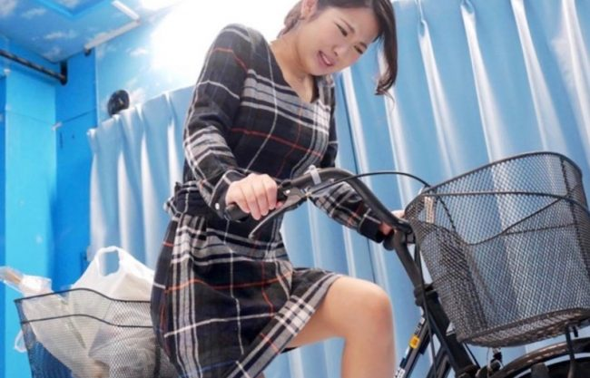 〔MM号〕『もうだめぇぇ』美人妻がアクメ自転車でオマンコ大洪水!そのあと寝取られ犯される一部始終をハメ撮り!