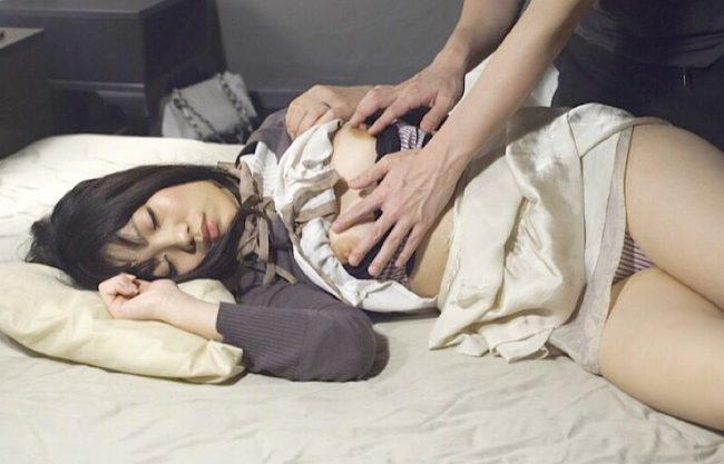 〔熟女×人妻〕泥酔状態で寝ているお姉さんをホテルでこっそり寝取って犯す一部始終をハメ撮り激写w