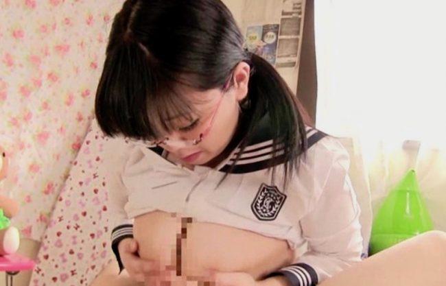 【メガネ×パイズリ】むっちりJKのお姉さんがおっぱいで挟んでチンコを扱く変態娘!爆乳おっぱい力技を激写w