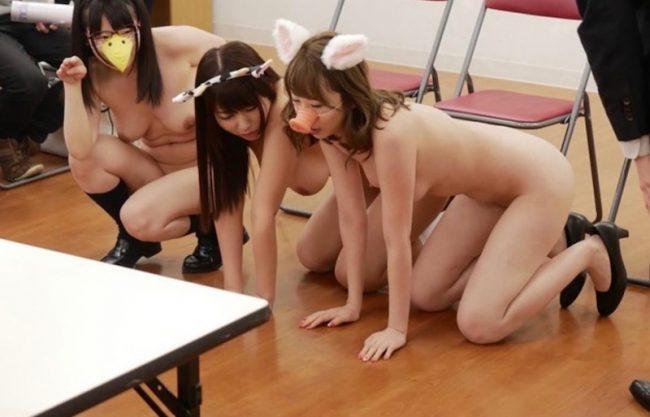 〔催眠プレイのヤバイやつ〕女子校生が洗脳され教師の性奴隷!JK娘達の羞恥プレイの醜態の一部始終を激写w