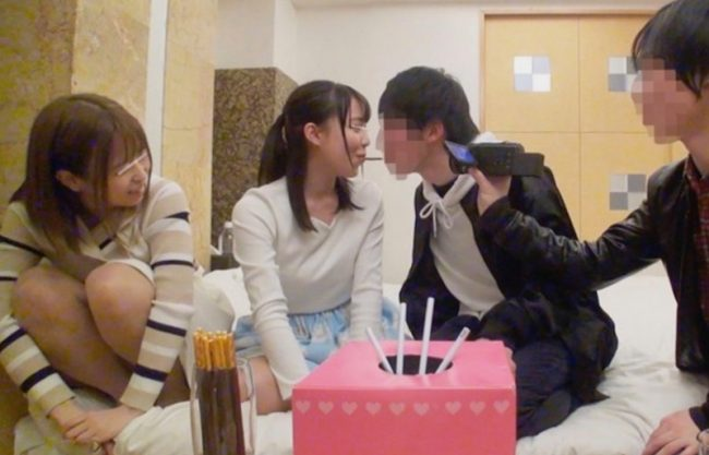 〔JD×乱交〕美女たちが初対面の男子学生とラフほで王様ゲーム!エッチな指令でハードセックスw一部始終を隠し撮り