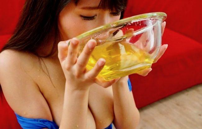 【飲尿×聖水】爆乳おっぱいの淫乱お姉さんが飲尿に膣内発射に乱れる淫乱痴女!犯され寝取られヤバイやつ!