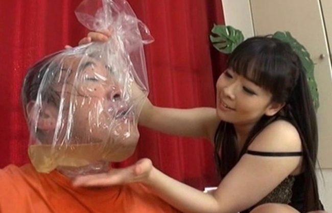 「ほら飲みなさい!」ドSの淫乱痴女がM男を調教w地獄のおしっこぜめの鬼畜の一部始終を撮影!鬼畜プレイを激写w