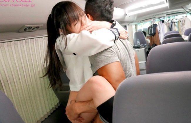 〔さくらゆら〕「え?ここで?!」バスの車内でエッチする美少女w色んなところで着衣セックスする姿をハメ撮り!