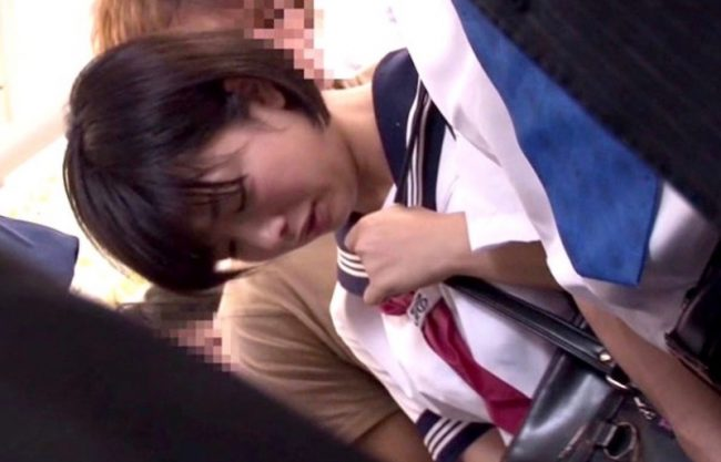 【紗倉まな】セーラー服姿の美少女が痴漢され襲われる姿を激写w車内で犯され濡れる姿を撮影w