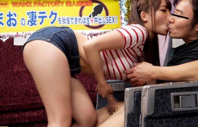 〔倉多まお〕「頑張って耐えてね!♡」素人男性のチンコを扱くエッチなお姉さんw美脚美女がエッチなご奉仕する姿を撮影w