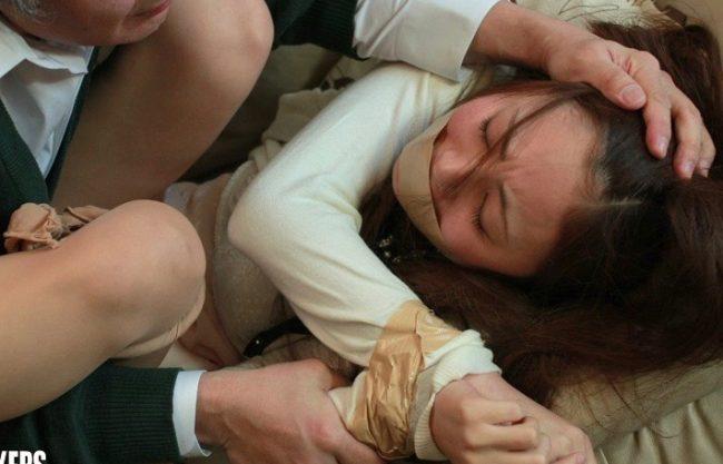 「だめ、おねがい。。。」美人お姉さんを強姦レイプ!美人の先生が襲われる姿を激写wエッチな行為を撮影w