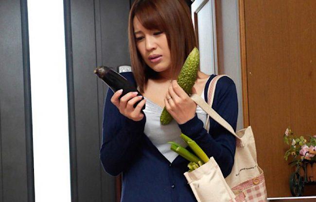 【人妻】デカチン大好きの主婦がディルドオナニーwエッチな誘惑する姿をハメ撮りw