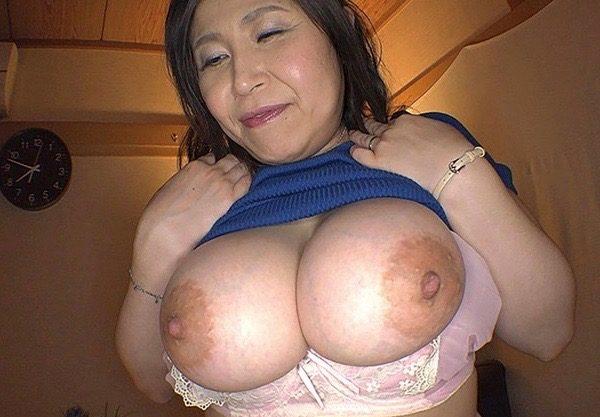 【熟女人妻】ぽっちゃりおデブのおばさんとエッチw巨尻の主婦との着衣セックスをハメ撮りw