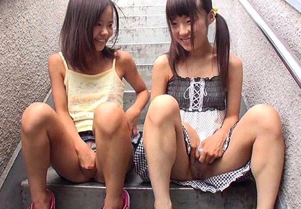〔ミニ系×ロリ体型〕ロリマニアのガチ映像w貧乳っぱいの幼女体型の美少女とのエッチなお遊びを激写w