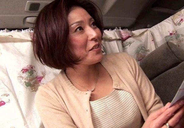 〔人妻ナンパ〕淫乱痴女のおばさんに車内でエッチなお願いw口説いてホテルで即ハメセックスwエッチな姿を激写したエロ動画w